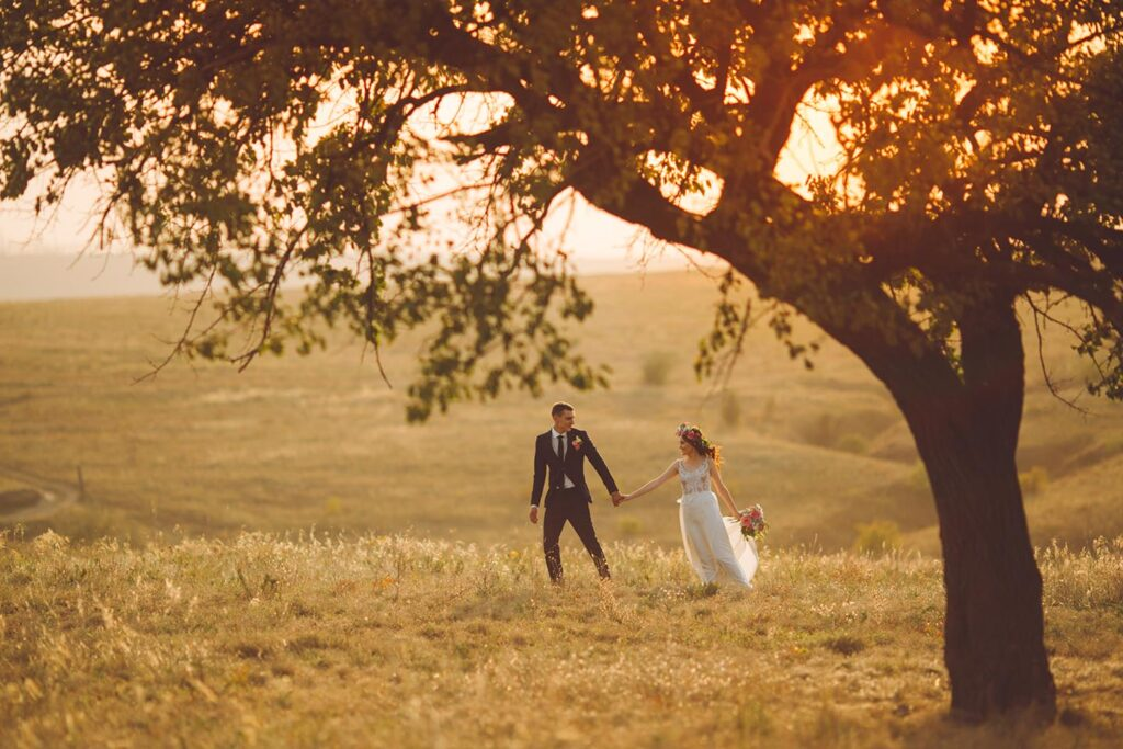 wedding-couple-romantic-sunset